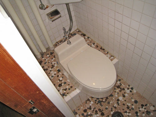 toilet003_01-after.jpg