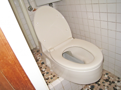 toilet003_02_1-after.jpg